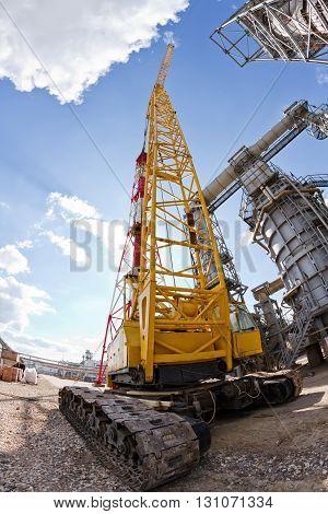 Special Equipment : Crawler Crane