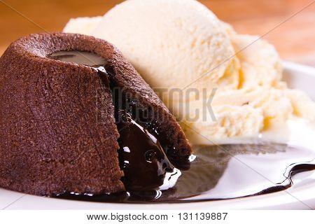 Patit Gateau With Ice Cream