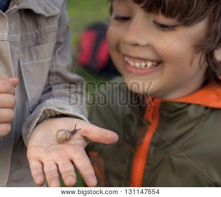 children learn snail, (focus on snail)