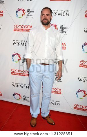 LOS ANGELES - MAY 21:  Ian Harvie at the An Evening With Women 2016 at Hollywood Palladium on May 21, 2016 in Los Angeles, CA