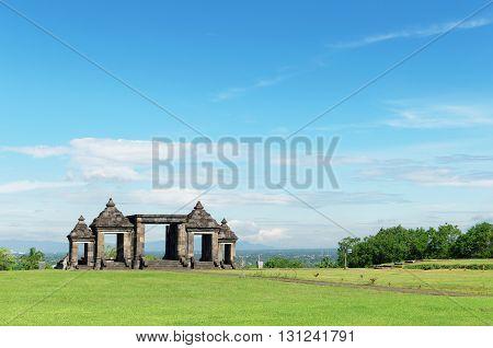 the main gate of ratu boko palace complex