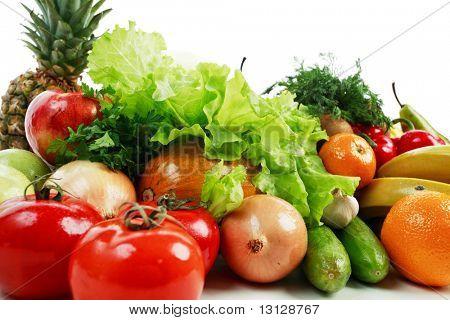 frisches Gemüse, Obst und anderen Lebensmitteln. gedreht in einem Studio.