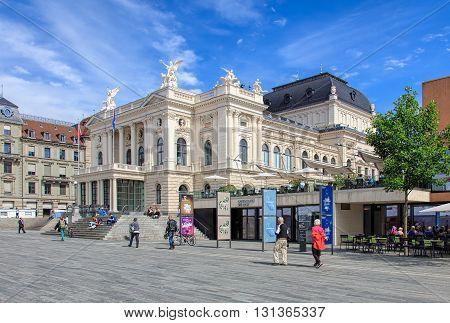 Zurich, Switzerland - 25 May, 2016 - Zurich Opera House building and people on Sechselautenplatz square. Zurich Opera House (German: Opernhaus Zurich) has been the home of the Zurich Opera since 1891. It also houses the Bernhard-Theater Zurich.