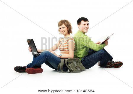 Pareja de estudiantes. Tema: educación, amigos, relaciones.