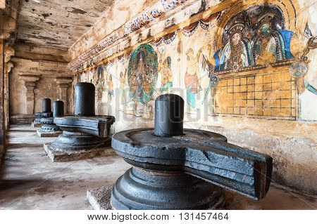 Black Lingam and old painted wall, Brihadeshwara Temple, Thanjavur (Tanjore), India