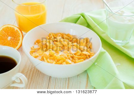 boul with corn flakes and green napking on a table