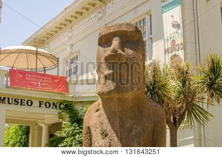 Vina Del Mar, Chile - November 01 2014: Moai In Front Of Museo Fonck