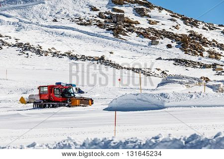Photo of red ratrak in action on the ski