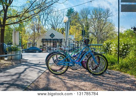 Calistoga, Ca, Eua - March 25 2016: On The Streets Of Historic Calistoga Is A Popular Tourist Stop A