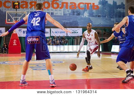 Bc Krasnye Krylia Guard Bracey Wright (34) Dribbles The Ball