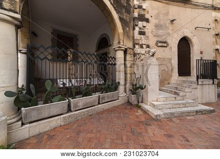 Siracusa, Italy - December, 31: View Of The Famous Monument In Ortigia Called Fontanina Della Logget