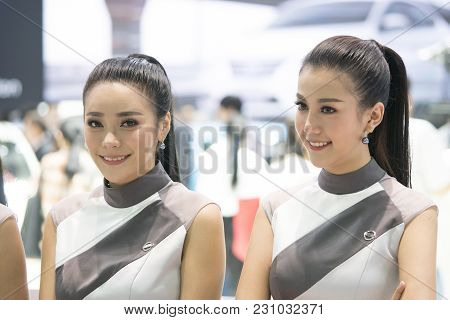 Bangkok-thailand-3 December 2017: Unidentified Model With Presenters Nissan Booth At Motor Show Muan