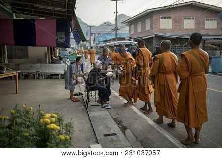 Prachuap Khirikhan Thailand - Oct26,2017 : Thai Family Make Merit By Offering Food To Monk In Klong