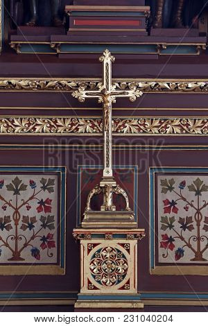 ZAGREB, CROATIA - APRIL 16: Cross on the altar of Saints Stephen, Ladislaus and Emeric in Zagreb cathedral dedicated to the Assumption of Mary in Zagreb on April 16, 2015.