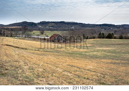 Tennessee, Usa - February 3, 2017: An Old Weathered Barn And Cattle Handing Area In A Winter Pasture