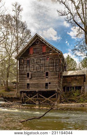 Childersburg, Alabama, Usa - March 25, 2017: Kymulga Grist Mill Is Original To Civil War Period And