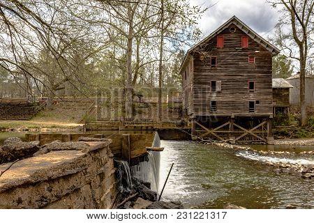 Childersburg, Alabama, Usa - March 25, 2017: Landscape Including The Kymulga Grist Mill, Original To