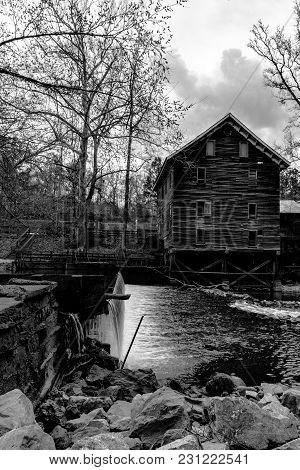 Childersburg, Alabama, Usa - March 25, 2017: Kymulga Grist Mill, Original To Civil War Period, Is Lo