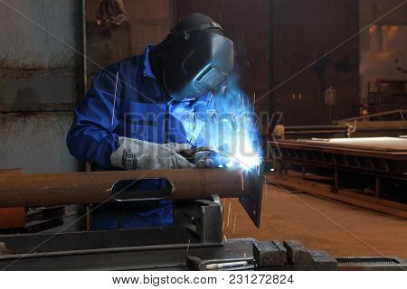 St. Petersburg, Russia - May 30, 2017:  An Employee Welds Metalwork During The Manufacture Of Lamppo