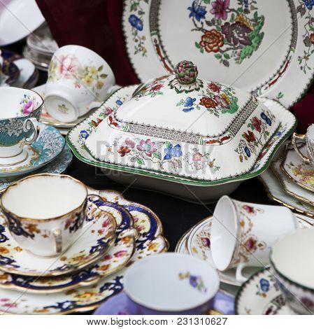 London-september 27:spitalfields Antic Market September 27, 2008 In London. Market Is Fourth Most Po