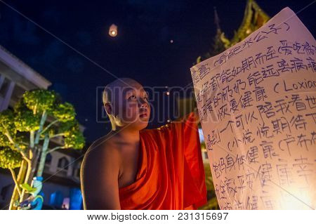 Chiang Mai , Thailand - Nov 03 : Buddhist Monk Launch Sky Lantern During Yee Peng Festival In Chiang