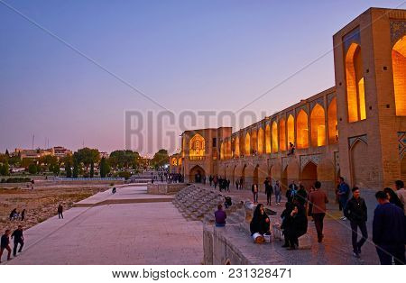 Isfahan, Iran - October 20, 2017: The Terrace In Front Of  Khaju Bridge Is Crowded Place In The Even