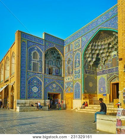 Isfahan, Iran - October 20, 2017: The Scenic Tiled Patterns Of The Main Portal Of Sheikh Lotfollah M