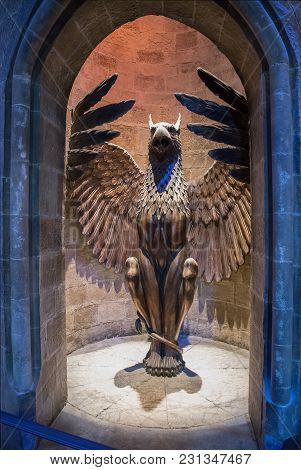 Phoenix Statue At The Entrance To Hogwarts Headmaster's Office
