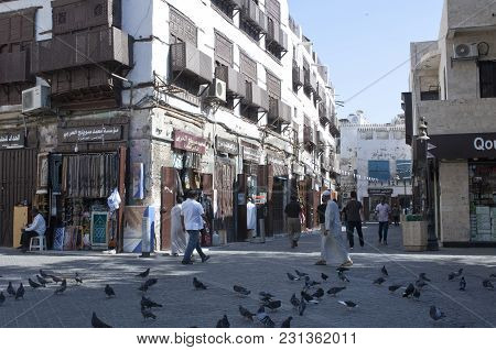 Shops And Shoppers In The Old Market (balad) In Jeddah, Saudi Arabia, 02-07-2015