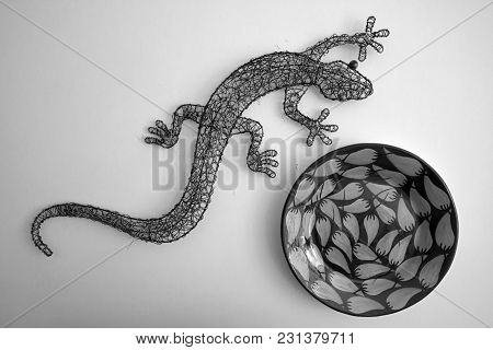 Metal Gecko And Chili Designed Bowl In Black And White