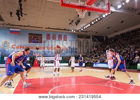 Samara, Russia - December 01: Bc Krasnye Krylia Guard Aaron Miles #32 Shoots A Free Throw During The