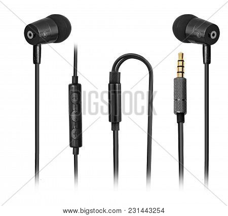 Featured Earphones With Sound Isolation Technology, Unique Sound That You Can Easily Plug Into The M