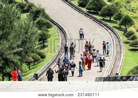 Kudat,sabah,malaysia-feb 3,2018:people Walking To The Tip Of Borneo Park During Sunny Day In Kudat,s
