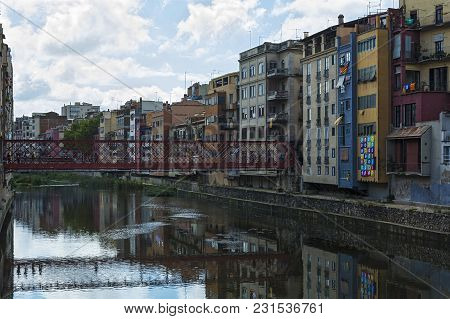 Spain, Gerona - 18 September, 2017: The Pedestrian Bridge By The French Engineer Eiffel Over The Riv