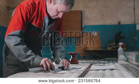 Engineer Use Trammel Technician Measuring Cutting Tool Before Cnc Milling Machine Center At Tool Wor
