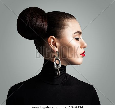 Nice Woman With Retro Hairstyle And Eyeliner Makeup. Beautiful Female Face