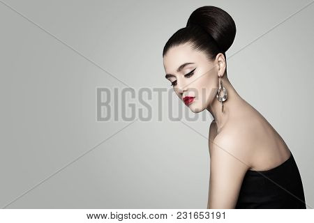 Fashion Portrait Of Nice Woman. Retro Style