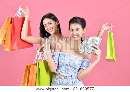 Shopping Concepts. Beautiful Girls Shopping In Department Stores. Beautiful Girl Happy To Shop. Asia
