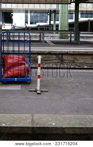 Rolling Trolley For Tool Transport And Material Transport With Garbage Bags.