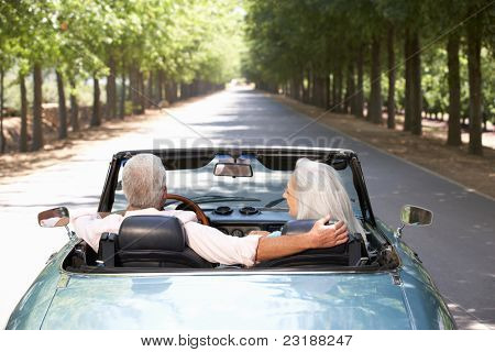 Senior Couple in Sportwagen