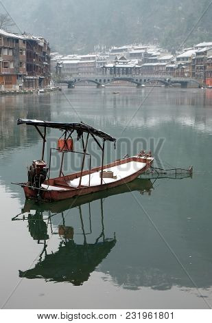 Fenghuang, Hunan, China - January 25, 2018: The Boat For Tourism At The Old Town Of Phoenix (fenghua