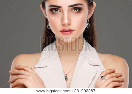 Fashion girl portrait.Accessorys.Dark hairs