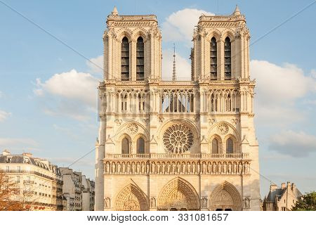 Sun Lit Undamaged Facade Of World Famous Notre Dame De Paris On Parvis Notre Dame (place Jean Paul I