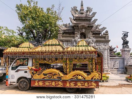 Da Nang, Vietnam - March 10, 2019: Van Rebuilt As Gold-red Hearse With Elaborate Decorations Of Drag