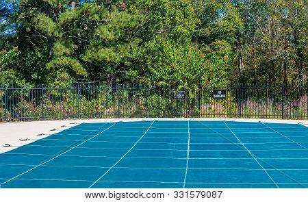 Vinyl Cover On Swimming Pool For Winter