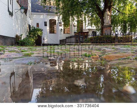 Beguinage In Courtrai Belgium, Begeinhof In Kortrijk Belgium Begijnhof In Kortrijk, Werelderfgoed Be