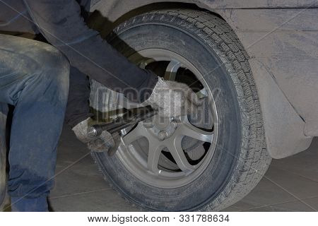 Replacement Repair And Balancing Of Wheels On The Car In The Service Station