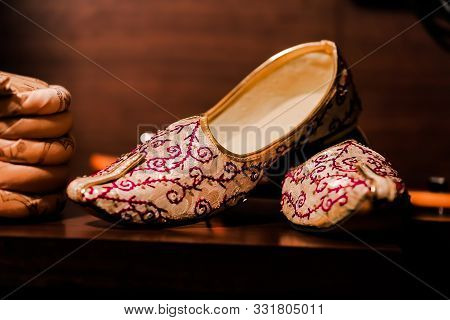 Krafto Men's Gold Glitz Mono Rhinestone Mojaris In The Indian Wedding