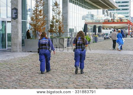 Police Women On The Street In The Netherlands Talking To Passersby. 7 September 2018. Rotterdam. Net