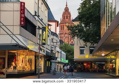 Mainz, Germany - August 11, 2018: Old Town Of Mainz With Mainz Cathedral In The Background, Evening